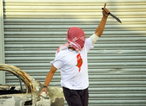 A Palestinian demonstrator raises a knife, during clashes with Israeli police, in Shuafat refugee camp in Jerusalem, Friday, Oct. 9, 2015. Recent days have seen a string of attacks by young Palestinians with no known links to armed groups who have targeted Israeli soldiers and civilians at random, complicating Israeli efforts to contain the violence, which has been linked to tensions over a sensitive Jerusalem holy site. (AP Photo/Mahmoud Illean)